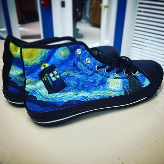 My Husbear got me some Doctor Who kicks! Love!! Thank you, Husbear!